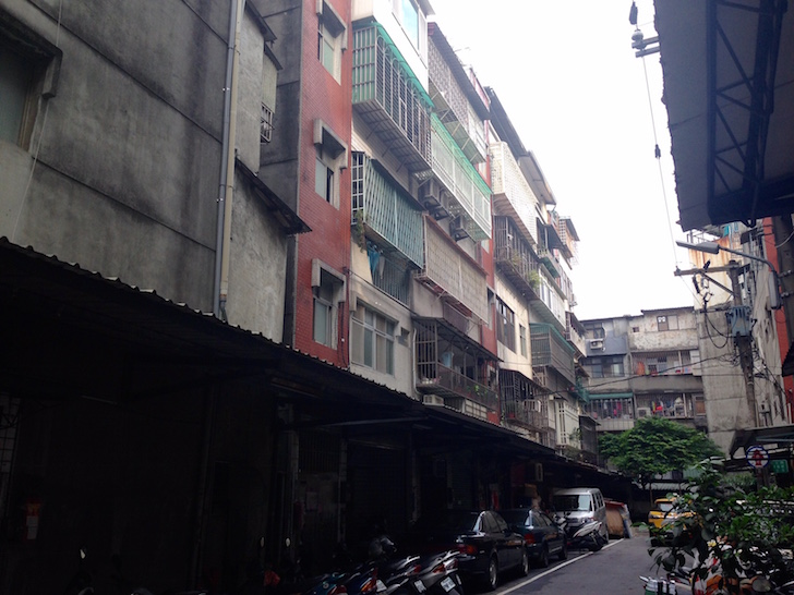 The outside of her ~$500/month apartment in Banqiao, Taipei